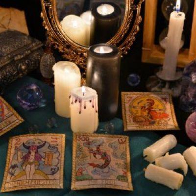 depositphotos_132504446-stock-photo-tarot-cards-mirror-and-burning